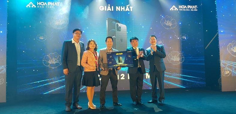 BGĐ Công ty trao quà đặc biệt là Iphone 12 Pro Max...