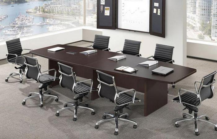 Lưu ý lựa chọn bàn phù hợp với phòng hội nghị - Ảnh minh họa