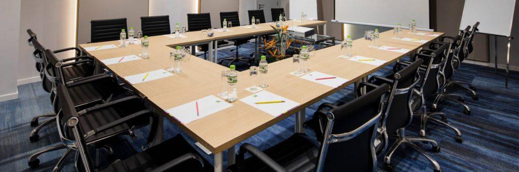 Tiêu chuẩn chọn bàn hội nghị năm 2021