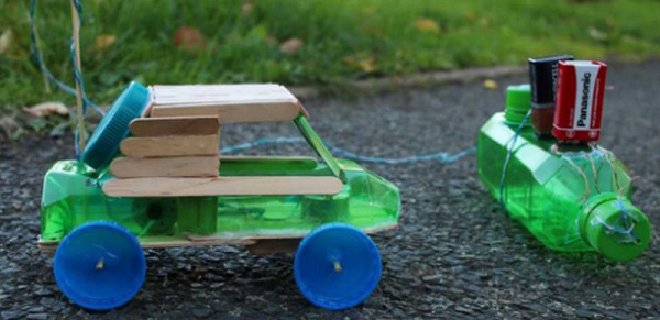 Xe đồ chơi làm từ chai nhựa