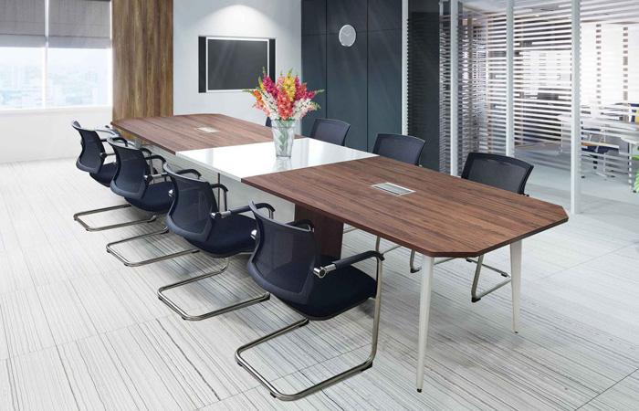 Ổ điện âm bàn mang đến tính thẩm mỹ cao cho không gian bàn làm việc