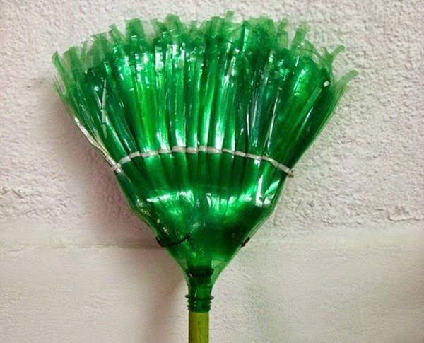 Chổi quét làm từ chai nhựa tái chế