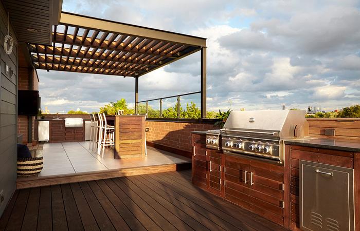 Bếp trên sân thượng mang sự thư giãn cực chill cho gia đình