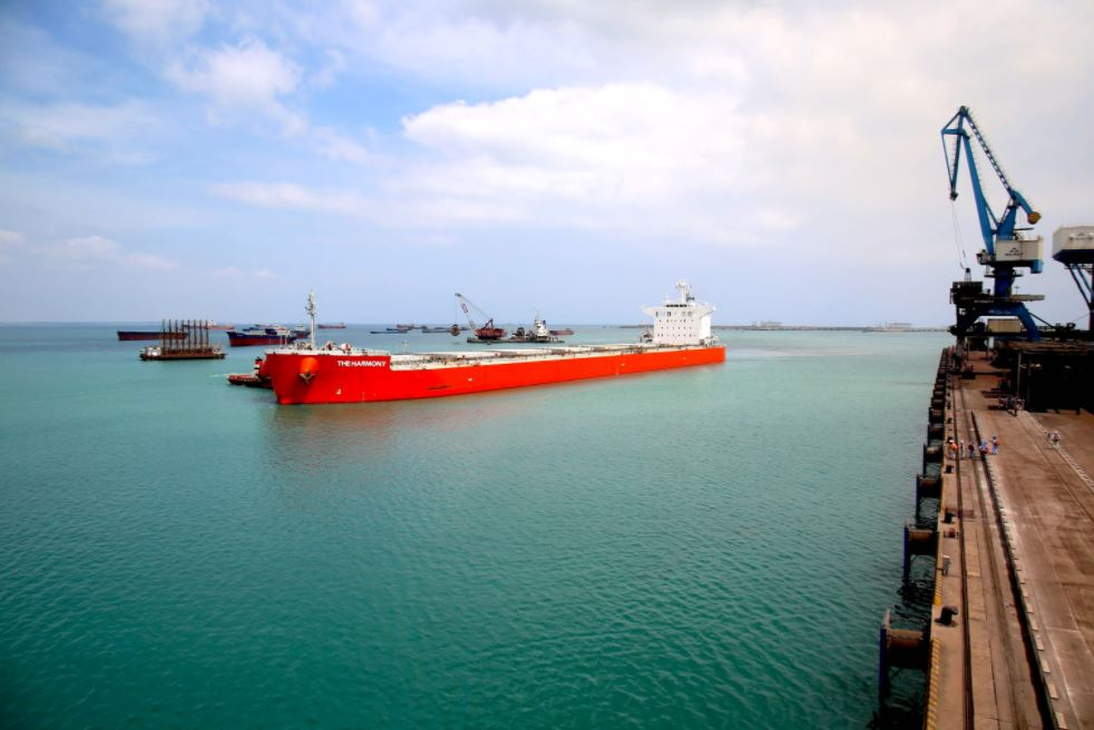 tàu harmony chở 80000 tấn than cập cảng dung quất