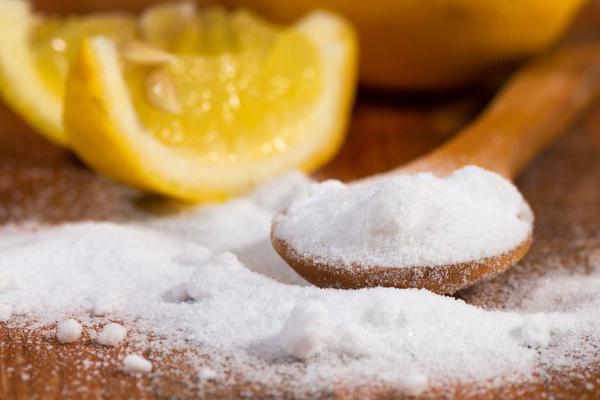 Bột muối nở (baking soda) là một trong những lựa chọn hay cho việc khử mùi, tẩy rửa vết bẩn hiệu quả