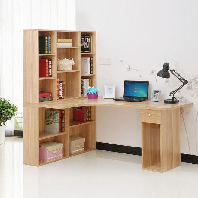 Kệ sách giống như một chiếc kệ ngăn phòng lớn, nó cũng vừa là chân của bàn làm việc
