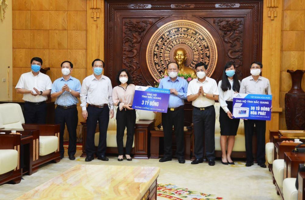 Ông Dương Văn Thái - Bí thư Tỉnh ủy Bắc Giang nhận ủng hộ từ đại diện Tập đoàn Hòa Phát